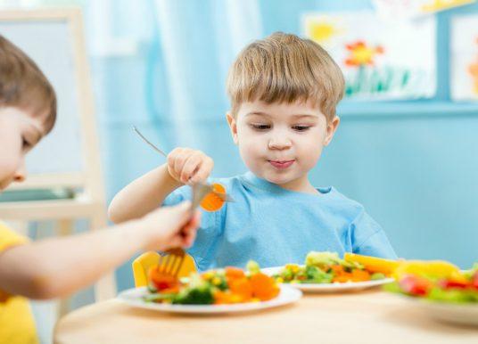 Confira 5 dicas para garantir uma alimentação saudável, prazerosa e nutritiva para as crianças